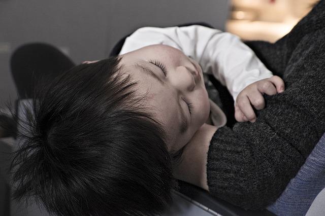 飛行機 赤ちゃん 一人で